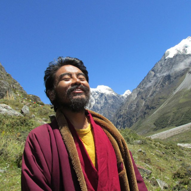mingyur-rinpoche-with-blue-sky